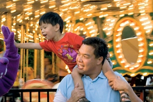 Hop aboard Dutch Wonderland's Carousel and hang out with Duke the Dragon