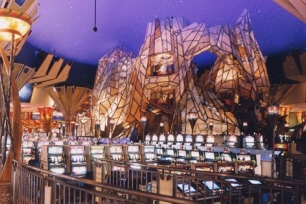 This sizable gaming & shopping complex with a hotel & restaurants features a harness racing track.